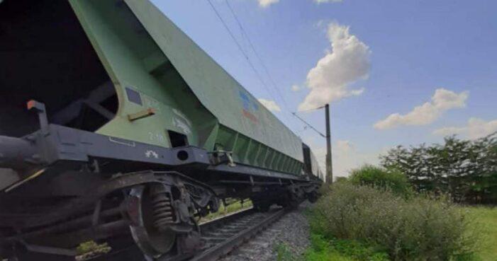 Tren de marfa deraiat. Calatoria satmarenilor spre litoral, afectata
