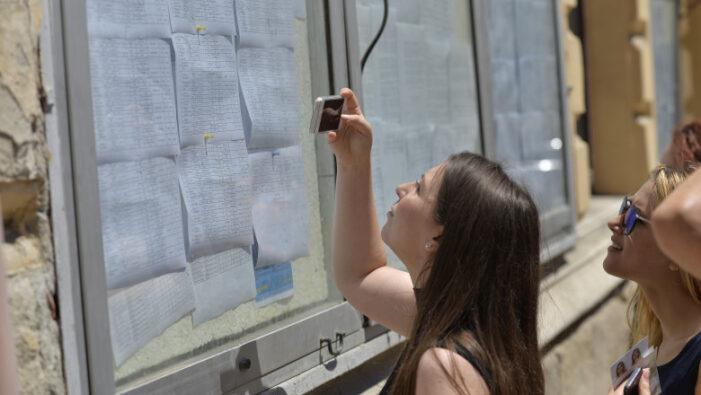 Note mărite de la 5 la 8,5 după contestații la Evaluarea Națională