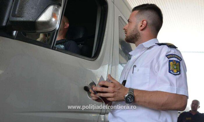 Automarfar încărcat cu deșeuri, oprit să intre în România, prin PTF Petea