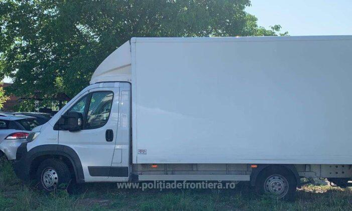 Autoutilitara furata din Spania, oprita la Petea (Foto)