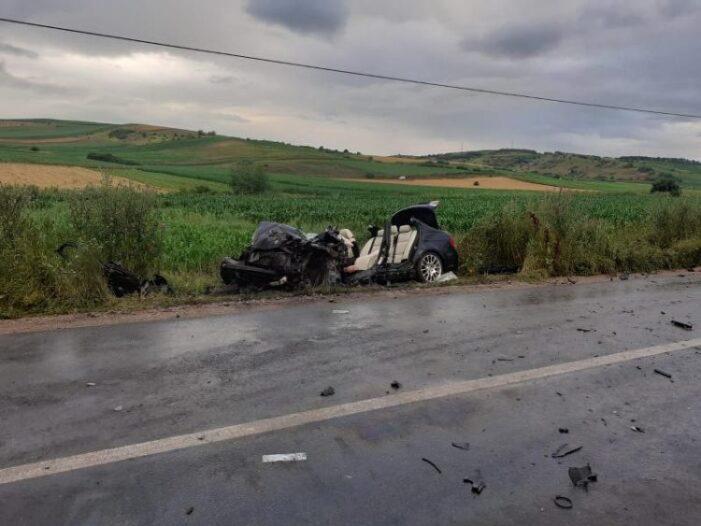 Impact teribil ! 7 oameni la spital ! Un BMW facut praf ! (Foto)