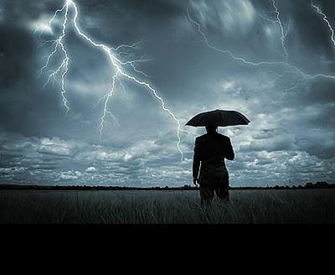 Ploi torentiale la Satu Mare. Vijelii, grindina si fulgere