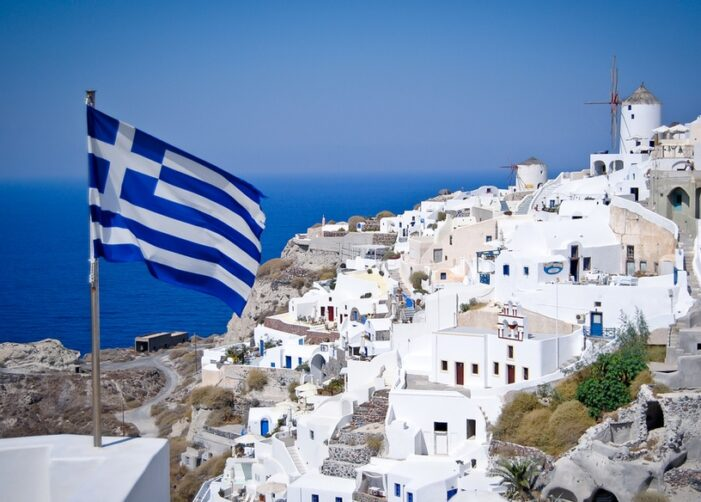 Grecia a intrat in zona galbena, la miezul noptii. Multi romani si-au scurtat sejurul