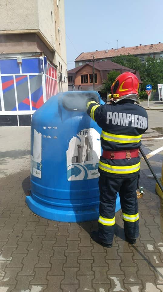 Incendiu la un tomberon (Foto)