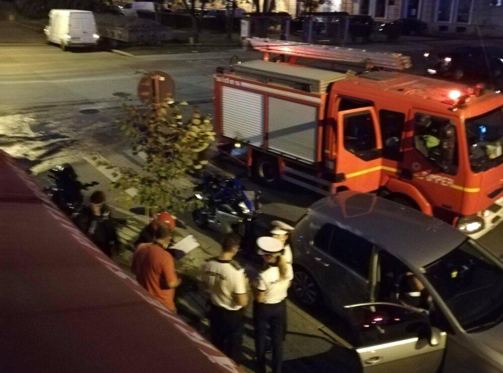 Accident in Piata Eroilor Revolutiei. Motociclist lovit de o masina (Foto)