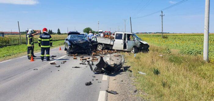 Accident grav in Odoreu. Doua persoane duse la Urgente (Foto)