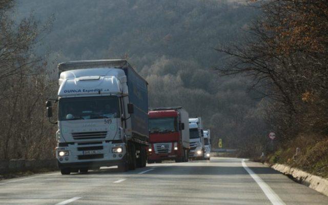 TIR-uri din Romania, încărcate peste măsura, oprite de polițiștii din Ungaria