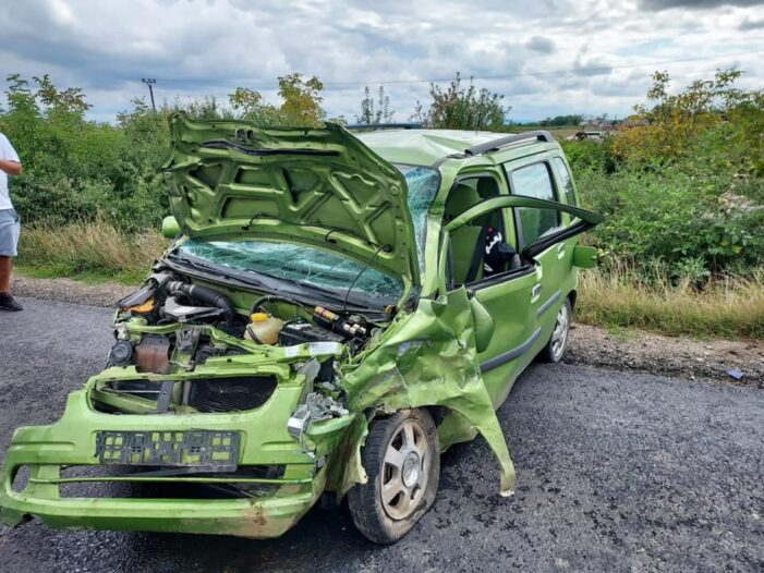 Accident grav la iesirea din Livada. 3 victime (Foto)