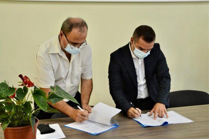 S-a semnat contractul ! Reteaua de apa potabila se extinde in alte 7 localitati din judet ! (Foto)