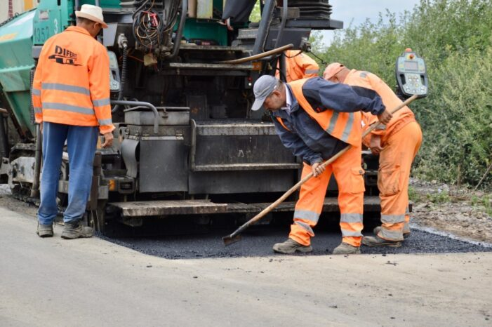 Se lucreaza la drumul Satu Mare – Lazuri (Foto)
