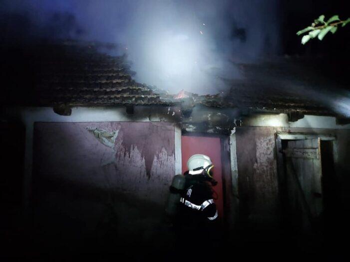 Acoperis distrus de foc. Totul a pornit de la un scurtcircuit (Foto)