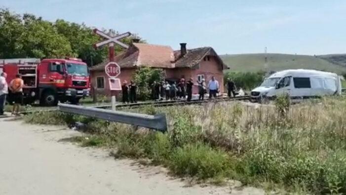 Șoferul microbuzului lovit de tren la Cluj a fost reținut. O femeie a murit
