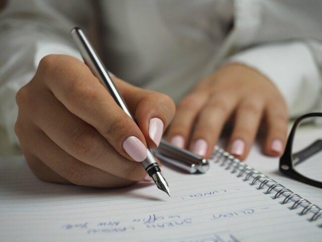 De ce este indicat să scriem de mână ?