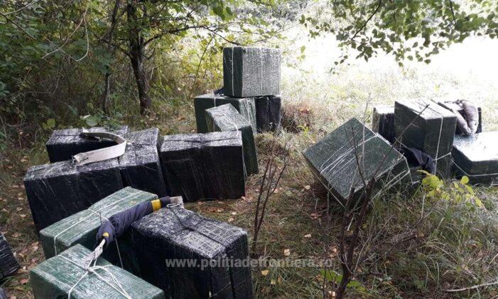 Contrabandisti filmati cum purtau in spate colete voluminoase cu tigari !