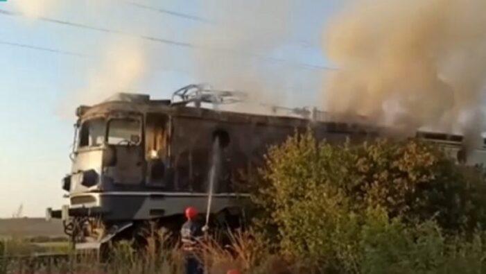 O locomotiva a luat foc ! 30 de calatori in vagoane !