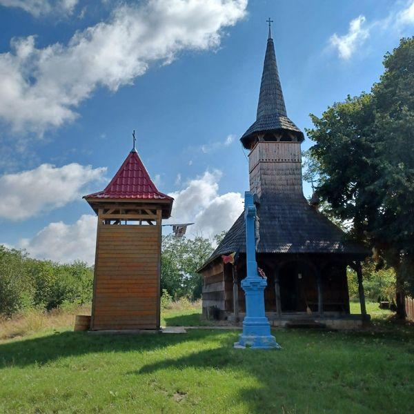 Farmecul tainic al bisericii de lemn din Bolda (Foto)