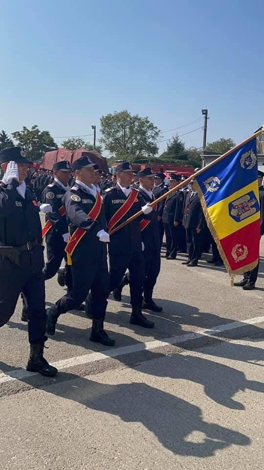 """Primirea Drapelului de Luptă – moment istoric pentru ISU """"Somes"""" Satu Mare (Foto)"""