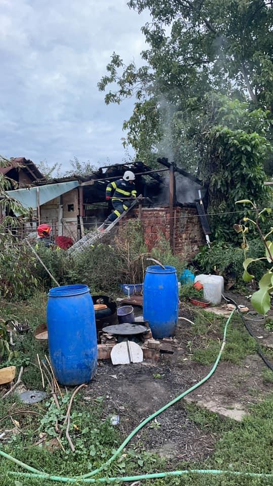 Incendiu la o afumatorie din Tasnad (Foto)