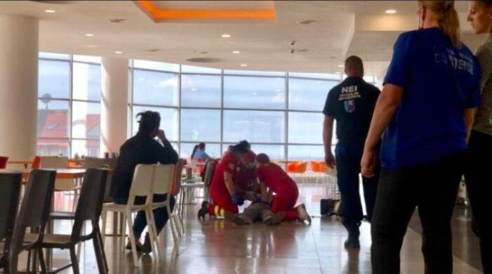 Tragedie la mall ! Un bătrân s-a înecat cu mâncare !