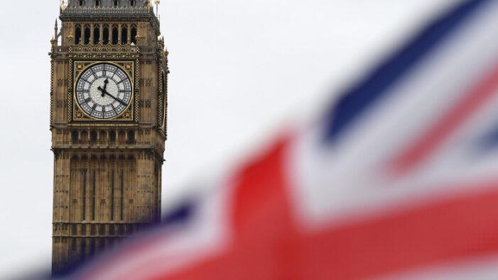 De la 1 octombrie, romanii nerezidenti pot intra doar cu pașaportul în Marea Britanie