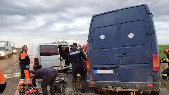 Accident cu patru morti si trei masini facute praf (Foto)