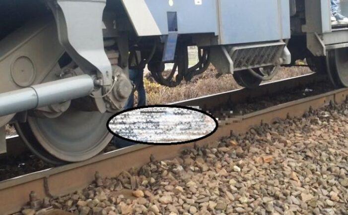 S-a aruncat in fata trenului ! A murit pe loc ! (Foto)
