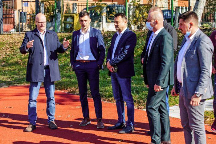 Ministrul Novak vrea 5 ore de sport săptămânal în școli