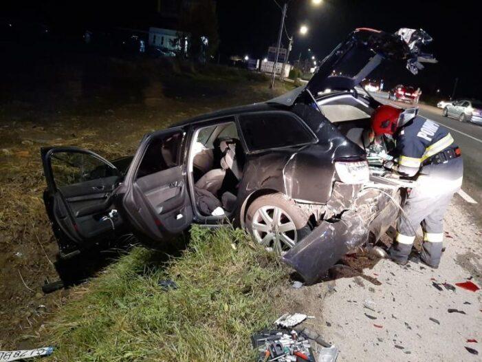 Accident cu trei raniti ! O masina facuta praf ! (Foto)