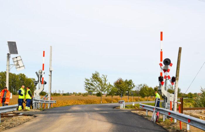 S-a încheiat modernizarea trecerilor la nivel cu calea ferată, dintre Carei și Căpleni (Foto)
