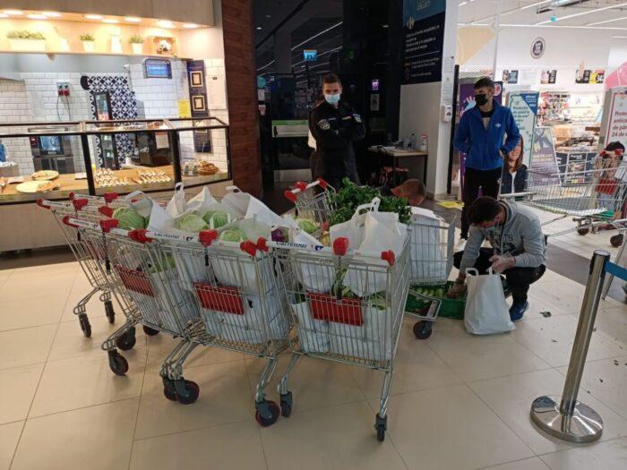 80 de kilograme de legume pentru 100 de sticle din plastic (Foto)