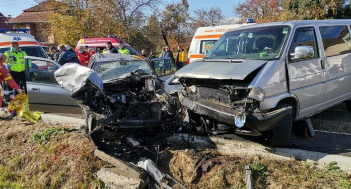 Accident cumplit in judet ! Doi morti si trei raniti ! (Foto)
